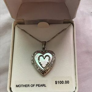 Jewelry - Mother of pearl/sterling silver locket